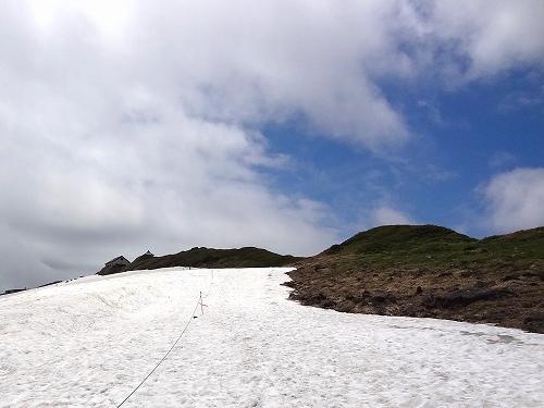 22-6山頂直下(雪渓).jpg